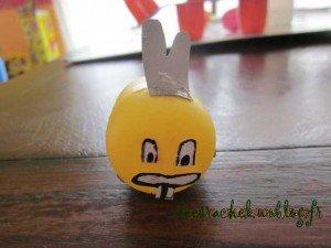 Petit lapin jaune dans 3.travaux manuels IMG_03131-300x225